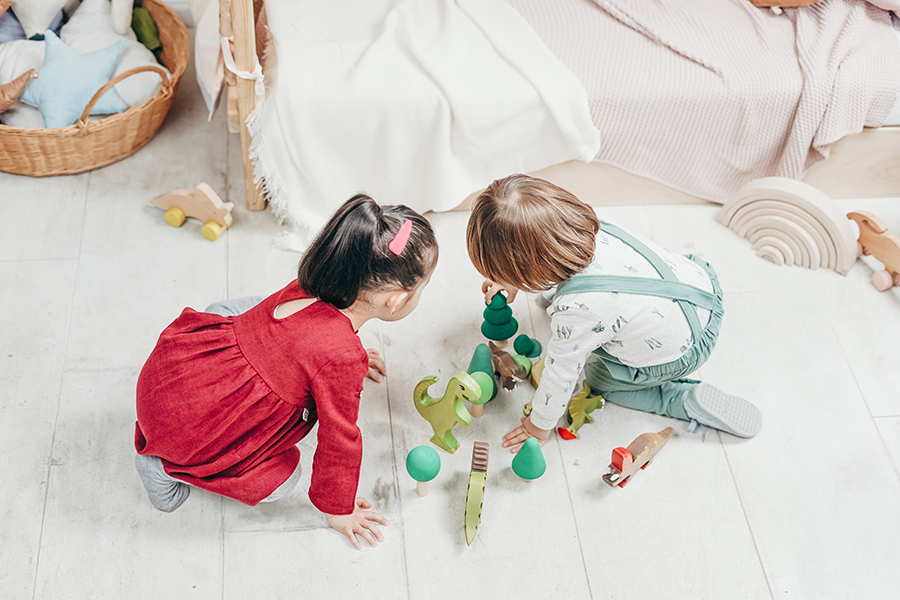 toddlers-playing-3661391